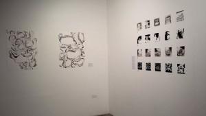 """A la derecha: Serie Colectiva: """"Objetos Nostálgicos"""" A la Izquierda: Natasha Bree Laracuente, Enredos de la Memoria, 2015. Políptico, bolígrafo y tinta china sobre papel"""