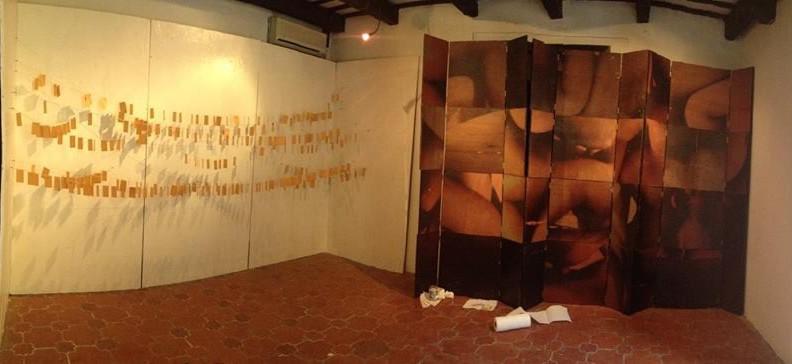 Exposción: Religare Izquierda: Quinientas fotografías Sin título, de Yimmy Acosta Derecha: Doce retablos Sin título, de Niko